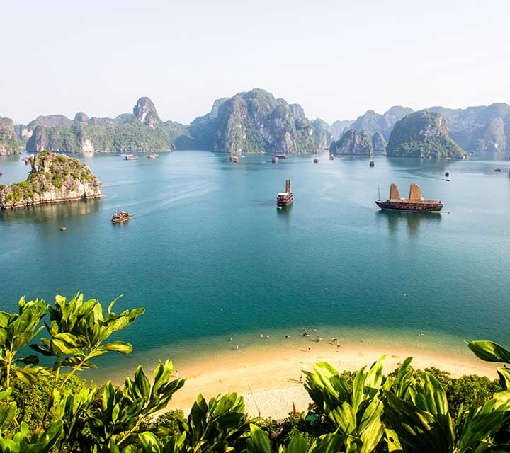Discover Hanoi and Halong Bay